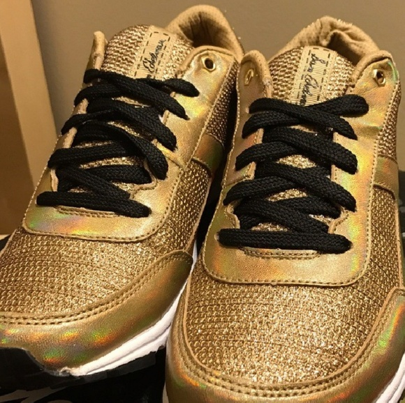 ddcb351563f7 Metallic Gold SAM EDELMAN sneaker tennis shoes dax.  M 5ad64f34b7f72b165596b0ee